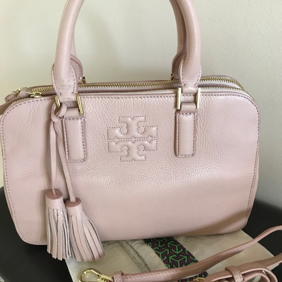 933a5ba5e064 Tory Burch Thea Small Rounded Double Zip Bag. M 5ae6124fa825a627820f61d1